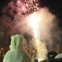Narrenbaumstellen auf dem Gottmannplatz: Als der Baum stand, wurde noch ein Feuerwerk abgebarnnt