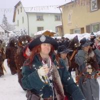 Hegau-Bodensee-Umzug in Hattingen: Hinter dem Räuber sah man auch den Schneeschreck laufen.