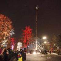 Narrenbaumstellen auf dem Gottmannplatz: Und wieder einmal war es geschafft.