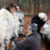 Schneeschreck-Tüv in der Uni-Kurve: Die Kostüme wurden von Ekki Moser auf Ihre Tauglichkeit überprüft.