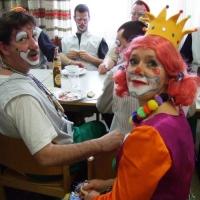 Rosenmontag mit der Clowngruppe: Auch Dagmar Deutinger kam kurz vorbei.