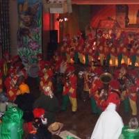 Rosenmontag mit der Clowngruppe: Weiter ging es in die Halle nach Rielasingen.