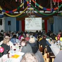 90 Jahre Schneckenburg: Das Publikum folgte der Präsentation der Vereinsgeschichte.