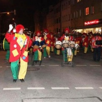 Narrenbaumsetzen auf dem Gottmannplatz: Danach folgte die Clowngruppe.