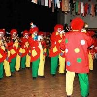 Rosenmontag mit der Clowngruppe: Auftritt beim Rebwieberball in der GEMS in Singen