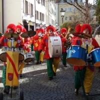 Rosenmontag mit der Clowngruppe: Eintreffen zum Speckessen der Kamelia im Stefanshaus.