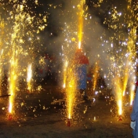 """Verbrennung auf dem Stefansplatz: Mit ein wenig Feuerwerk ging die Verbrennung in seine """"heiße"""" Phase."""