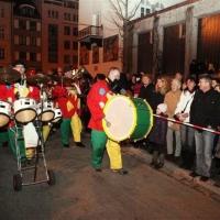 Verbrennung auf dem Stefansplatz: Einmarsch der Clowngruppe auf den Platz.