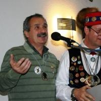 Ordensverleihung mit Weißwurstfrühstück: Ekki Moser bekam den Dackelorden der Narrenvereinigung Hegau-Bodensee.