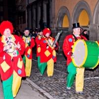 Verbrennung auf dem Stefansplatz: Die Clowngruppe lief hinterher.