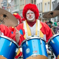 Umzug am Fasnachtssonntag: Die Clowngruppe der Schneckenburg.