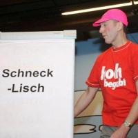 """Frühschoppen im Konzil: Präsident Jürgen Stöß erklärte dem Publikum die Sprache """"Schnecklisch""""."""