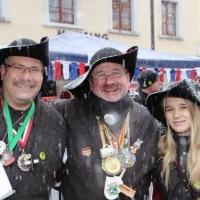 Der Fanfarenzug der Schneckenburg beim Närrischen Jahrmarkt auf der Marktstätte.