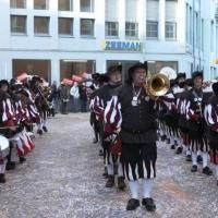 Umzug am Fasnachtssonntag in der Stadt: Als erster der Schneckenburg lief der Fanfarenzug.