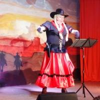 11.11. in der Linde: Die schöne Kitty aus Dark City, dargestellt von Robert Welti sang über die Männer.