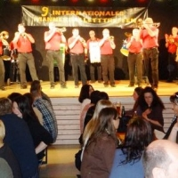 Männerballett-Treffen vom Schneeschreck: Zur Eröffnung spielte die Clowngruppe der Schneckenburg unter der Leitung von Gerd Zachenbacher.