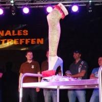 Männerballett-Treffen vom Schneeschreck: Um diesen Pokal ging es heute.