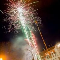 Narrenbaumstellen auf dem Gottmannplatz: Nach dem Stellen gab es noch ein kleines Feuerwerk.
