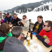 Skirennen vom Schneeschreck in Grüsch Danusa: Nach dem Rennen kam der Einkehrschwung.