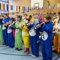 Schmutziger Donnerstag: Die Schneckenburg befreite die Gebhart-Schule.