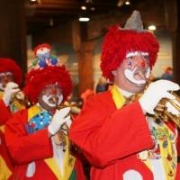 Frühschoppen im Konzil: Die Clowngruppe unter der Leitung von Gerd Zachenbacher eröffnete den Morgen.