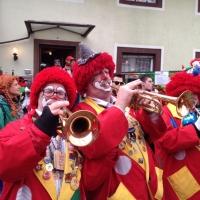 Rosenmontag mit der Clowngruppe: Am Mittag besuchte man den närrischen Jahrmarkt in Freudental.