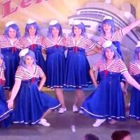 """11.11. in der Linde: Das Mädchenballett """"Die Schorlys"""" führten einen Tanz als Matrosen auf."""