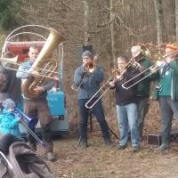 Narrenbaumholen in Hegne: Dazu spielte die Clowngruppe der Schneckenburg.