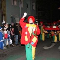 Narrenbaumstellen auf dem Gottmannplatz: Danach folgte die Clowngruppe unter Leitung von Gerd Zachenbacher.