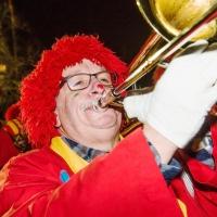 Narrenbaumstellen auf dem Gottmannplatz: Am Ende spielte noch die Clowngruppe.