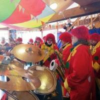 Schmutziger Donnerstag: Die Clowngruppe beim Spiel im Löwenzahn Kindergarten.