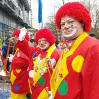 Umzug am Fasnachtssonntag: Darauf folgten die Musiker der Clowngruppe.