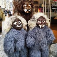 Umzug am Fasnachtssonntag: Gruppenbild mit Schneeschreck-Kinder.