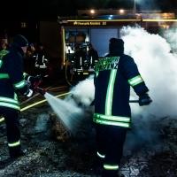 Verbrennung auf dem Stephansplatz: Der Rest der Glut wurde durch die Feuerwehr gelöscht.
