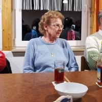 Hering Essen im Bouleclub: Auch die Ehrenelfer mit Frauen waren mit dabei.