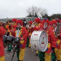 Reichenauer Jubiläumsumzug: Die Clowngruppe beim Umzug.