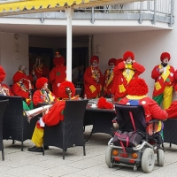Rosenmontag: Die Clowngruppe spielte im Wohnstift Rosenau.