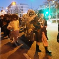Schmutziger Donnerstag: Schneeschreck, Räuber und die Clowngruppe waren mit dabei.