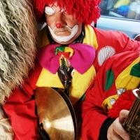 Schmutziger Donnerstag: Vor dem nächsten Auftritt gönnte sich der Clown eine Pause.
