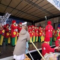 Schmutziger Donnerstag: Die Clowngruppe spielte auf der Südkurier-Bühne auf der Marktstätte.