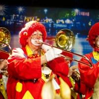 Frühschoppen im Konzil: Die Clowngruppe auf der Bühne