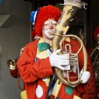Rosenmontag Clowntag: Einzug ins Don-Bosco-Haus.