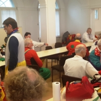 Rosenmontag Clowntag: Beim Schminken.