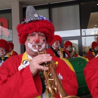Schmutziger Donnerstag: In der Zwischenzeit spielte die Clowngruppe.
