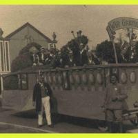 Der große Rosenwagen der Schneckenburg beim Jubiläums-Umzug der Elefanten (50 Jahre) aus dem Jahre 1930.