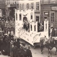 Umzug Fasnachtssonntag 1928: Danach folgte der Elferrat der Spielmannszug und Klepperlegarde.